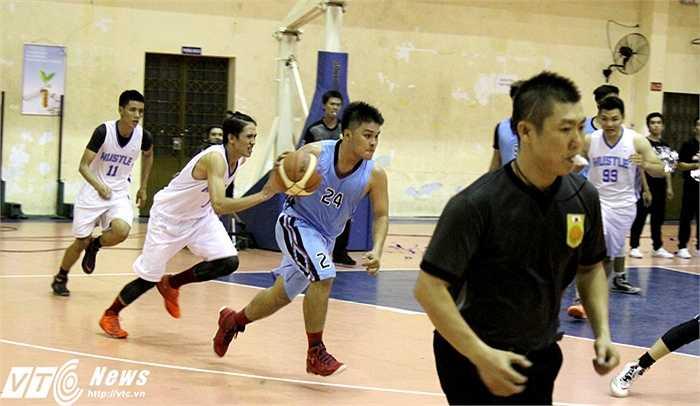 Các đội cũng như những cầu thủ tham gia giải thể hiện quyết tâm rất lớn (ảnh: Hoàng Tùng)