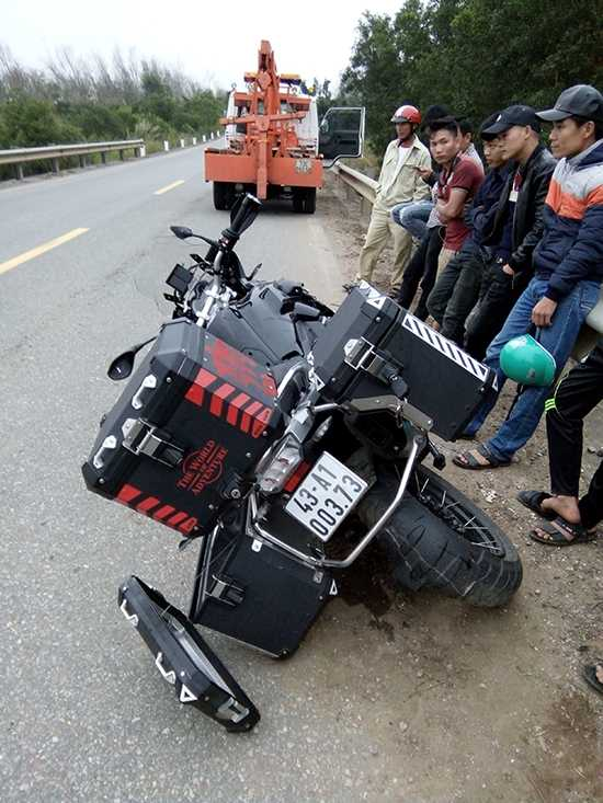 Chiếc mô tô bạc tỷ tông vào ta - luy đường khiến hai người tử vong. (Ảnh: VKS huyện Bố Trạch - Quảng Bình).