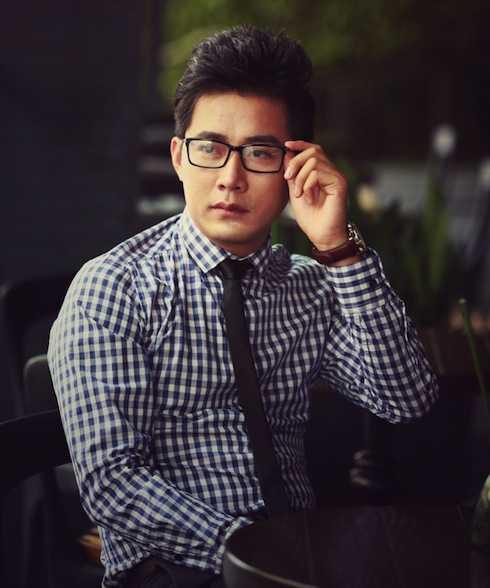 Diễn viên Khôi Trần sở hữu vẻ ngoài điển trai.