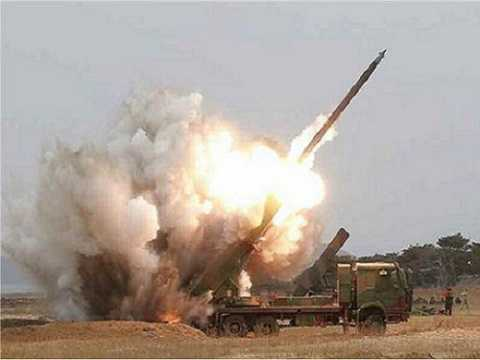 Một vụ phóng thử bệ phóng tên lửa đa nòng 300mm của Triều Tiên