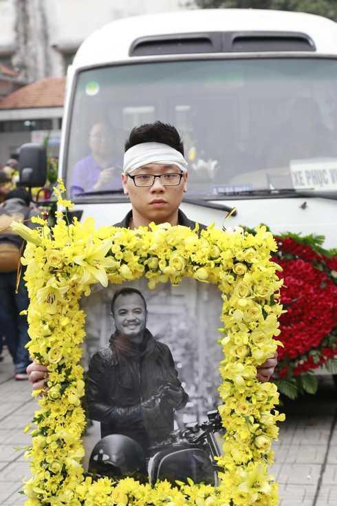 Xuân Bắc, Tự Long an ủi các con của rocker Trần Lập trong tang lễ