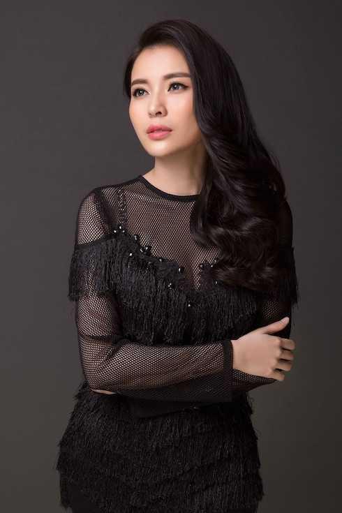 Cao Thái Hà sinh năm 1990, đến từ Cần Thơ, cao 1m70, số đo 86-60-92. Cao Thái Hà từng đoạt giải Người có làn da đẹp nhất Hoa khôi xứ dừa, Người đẹp Biển Tây 2009, từng thi HHVN 2008, top 5 Nữ hoàng trang sức 2011 và giải trình diễn trang sức đẹp nhất.