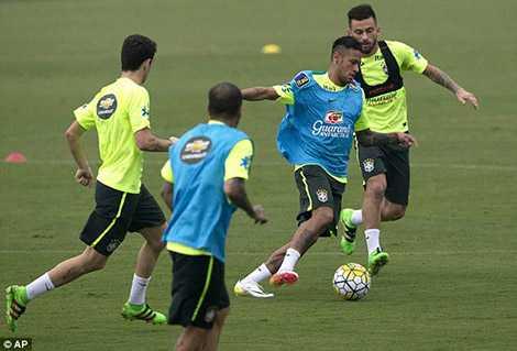 Neymar háo hức tập luyện chờ đối đầu với Suarez