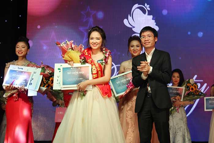 Lộ diện Hoa khôi xinh đẹp Học viện Báo chí năm 2016