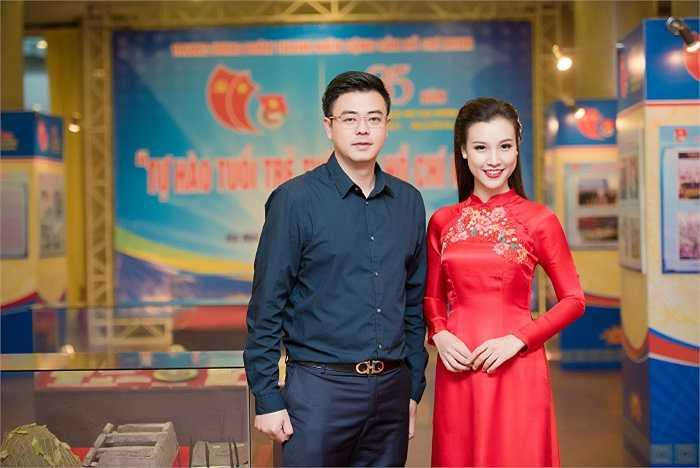 Á hậu Hoàng Oanh vừa có mặt tại Hà Nội tham gia dẫn dắt lễ kỷ niệm 85 năm thành lập Ngày thành lập Đoàn TNCS Hồ Chí Minh (26/3/1931 – 26/3/2016) và trao giải thưởng Lý Tự Trọng năm 2016.