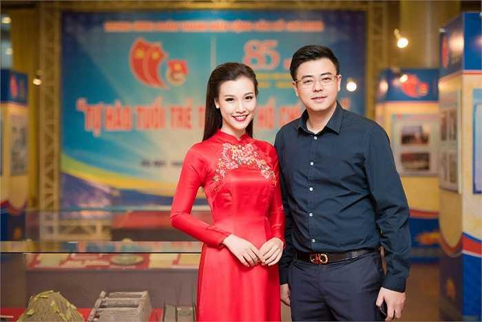 Đồng hành cùng Hoàng Oanh ở vai trò dẫn dắt chương trình là MC Tuấn Tú. Anh là một trong những MC mà Hoàng Oanh vô cùng yêu mến.