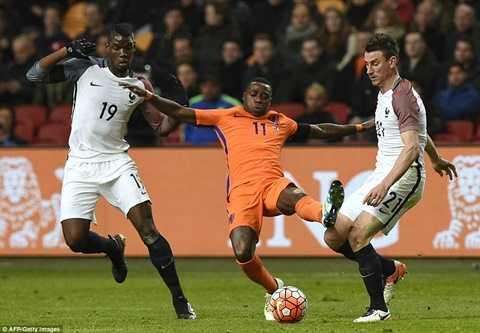 Hà Lan thất bại trước Pháp trên sân nhà