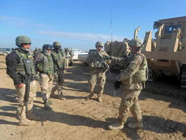 Lính Mỹ đào tạo cho binh sỹ Lữ đoàn 72 của Iraq