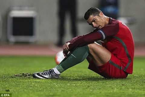 Ronaldo buồn bã sau thất bại