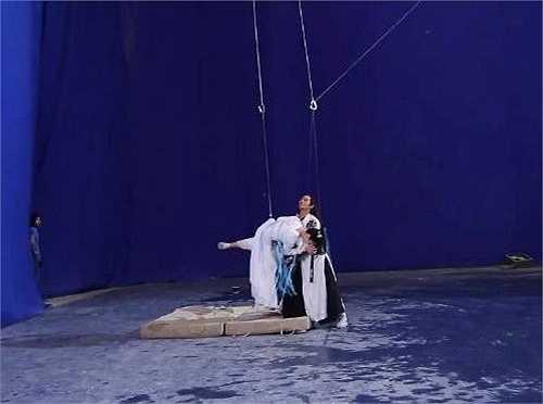 Trong các bộ phim Trung Quốc, hệ thống dây cáp là vật không thể thiếu khi thực hiện cảnh đánh nhau trên không trung.