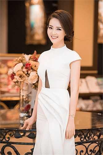 Á hậu Thụy Vân diện một thiết kế thanh lịch dự sự kiện diễn ra tối qua (29/3) tại Hà Nội.