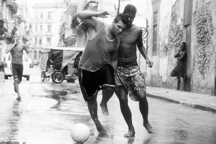 Những hình ảnh hiếm và tuyệt đẹp về bóng đá đường phố Cuba