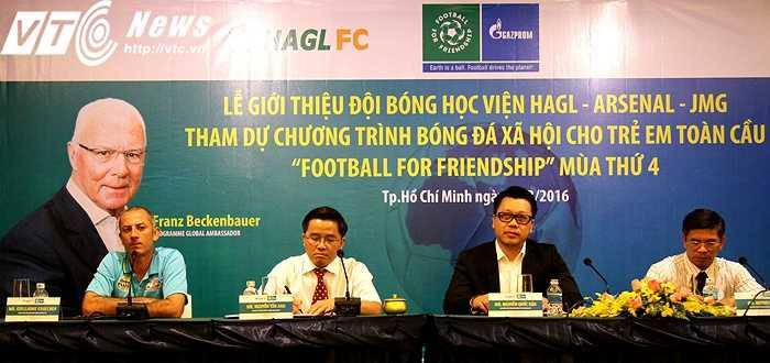 Chương trình bóng đá xã hội cho trẻ em toàn cầu 'FOOTBALL FOR FRIENDSHIP' quy tụ những tài năng U14 từ 32 quốc gia trên toàn thế giới. Chương trình được ví như 'mini World Cup' (ảnh: Hoàng Tùng)