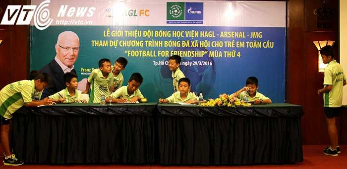 Những học viên nhí của Học viện Nutifood HAGL Arsenal đang là niềm hi vọng vực dậy bóng đá TP.HCM nói riêng và bóng đá Việt Nam nói chung (ảnh: Hoàng Tùng)