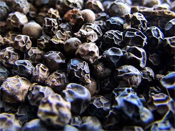 Khi thêm hạt tiêu vào nước ép dưa hấu: Thêm hạt tiêu vào các loại nước trái cây sẽ giúp tăng hương vị của nước trái cây. Thêm gia vị này sẽ giúp đẩy nhanh quá trình giảm cân. Vì vậy, hãy thêm hạt tiêu vào nước trái cây này.