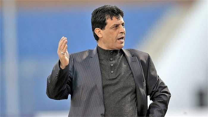 HLV Abdul Ghani Shahad sẽ chỉ dẫn dắt ĐTQG Iraq đúng 1 trận. Hiện ông đang đảm nhiệm công việc ở đội U23 Iraq.