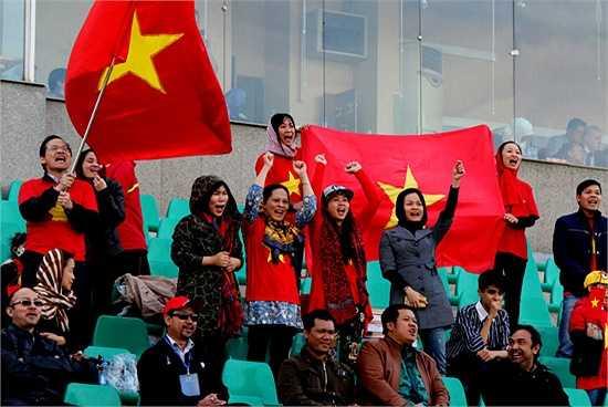 Các CĐV Việt Nam trên khán đài