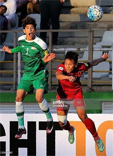 Iraq vượt trội về thể hình, thể lực. Họ đá bóng bổng, khiến tuyển Việt Nam liên tục bị đặt trong tình trạng báo động.