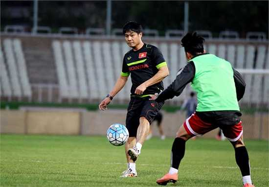 Tuyển Việt Nam đã có buổi tập làm quen với mặt sân thi đấu Ghavamin, nơi sẽ diễn ra cuộc đọ sức với ĐT Iraq trong khuôn khổ lượt trận cuối bảng F- Vòng loại thứ hai World Cup 2018.