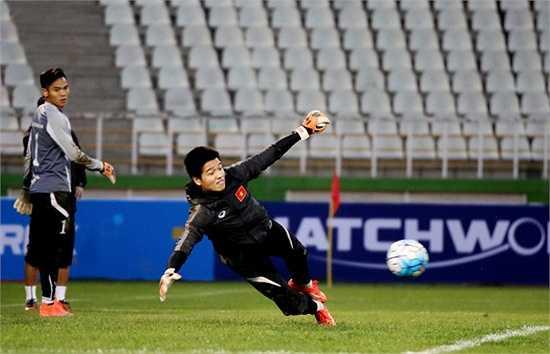 Dĩ nhiên, các thủ môn đã phải hoạt động hết công suất để cản phá những cú sút liên tiếp của đồng đội
