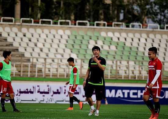 HLV trưởng Nguyễn Hữu Thắng đã có trong tay 100% lực lượng để lựa chọn cho đội hình ra sân trong trận đấu ngày mai với đối thủ mạnh Iraq.