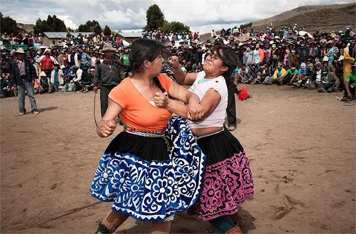 Đây là lễ hội đặc biệt của người Peru để tiễn đen đủi năm cũ, chào đón năm mới sắp đến. Khắp nơi diễn ra các cuộc hát hò, nhảy múa, ăn uống suốt ngày đêm.