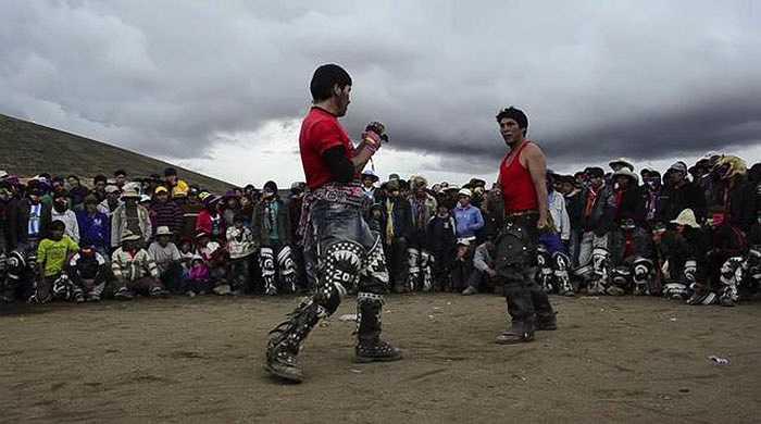 Những người tham gia đều có quyền sử dụng các thế võ truyền thống, sức mạnh vốn có để tấn công đối phương.