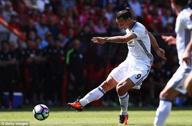 3737EB6D00000578-3740220-Ibrahimovic_scored_their_third_goal_of_Sunday_afternoon_with_thi-a-136_1471193428477