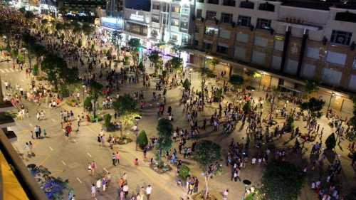Phố đi bộ Nguyễn Huệ hiện đã được phủ sóng wifi miễn phí. Ảnh: Hoàng Trường
