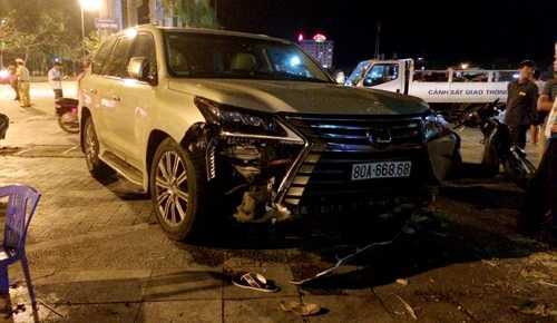 Xe Lexus biển siêu đẹp gây tai nạn khiến 4 người bị thương. Ảnh:Lê Hoàng.