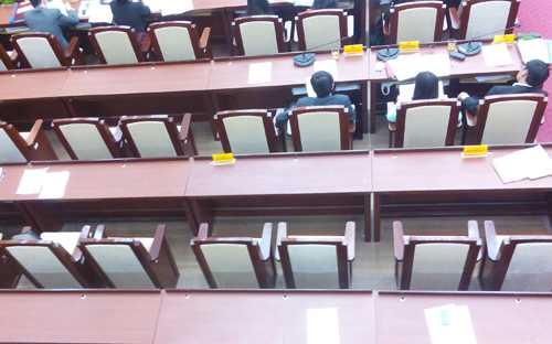 Lãnh đạo UBND một số quận, huyện của Hà Nộivắng họp không lý do. Ảnh minh họa: Võ Hải.
