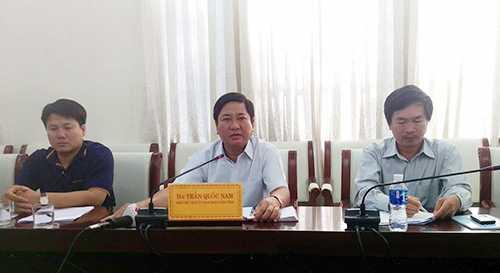 Phó chủ tịch tỉnh Ninh Thuận tại buổi họp báo thông tin về vụ sập nhà hàng nổi. Ảnh: Xuân Ngọc