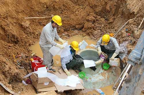 Đường ống nước sạch sông Đà gặp sự cố gần 20 lần, gây thiệt hại 13 tỷ đồng sau 6 năm đưa vào hoạt động. Ảnh: Bá Đô