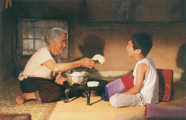 Chiêm bao bà ngoại nói chuyện với mình là điềm gì?