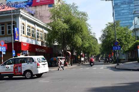 Sài Gòn thênh thanh, bình lặng trong sáng đầu năm - ảnh 7