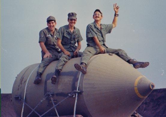 Hinh anh Ly ky va nghet tho cuoc thao do qua bom lon nhat lich su chien tranh Viet Nam