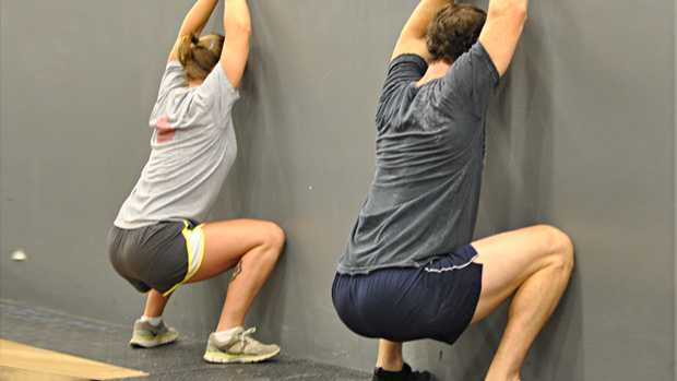 tip-hone-your-technique-with-wall-squats-1471445167053