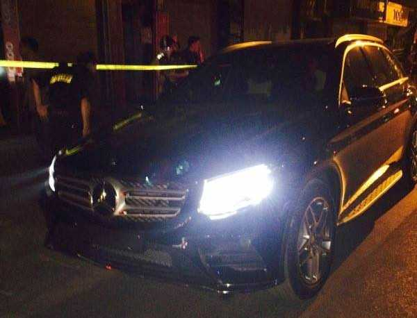 Tài xế Mercedes chạy trốn CSGT, đám đông truy đuổi náo loạn - ảnh 1