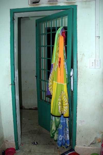Chăn đắp được các học viên dùng để bẻ cửa.