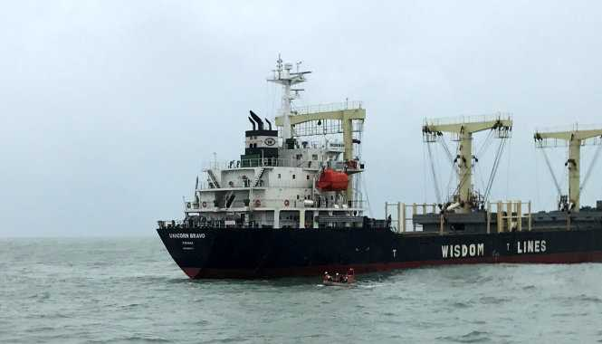 Điều tàu cứu hộ ra biển cứu thuyền viên Trung Quốc bị đau bụng