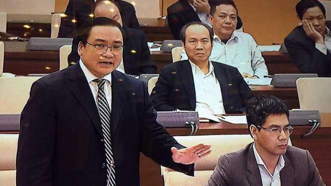 Bí thư thành ủy Hà Nội Hoàng Trung Hải phát biểu tại cuộc họp Ủy ban thường vụ Quốc hội - Ảnh: L.K