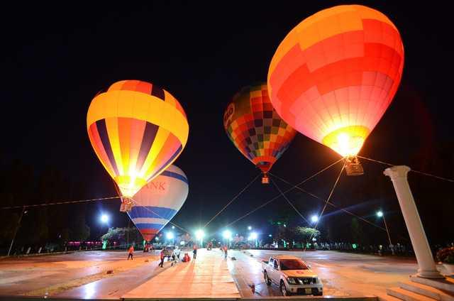 Gam màu ấn tượng phát ra từ các khinh khí cầu.