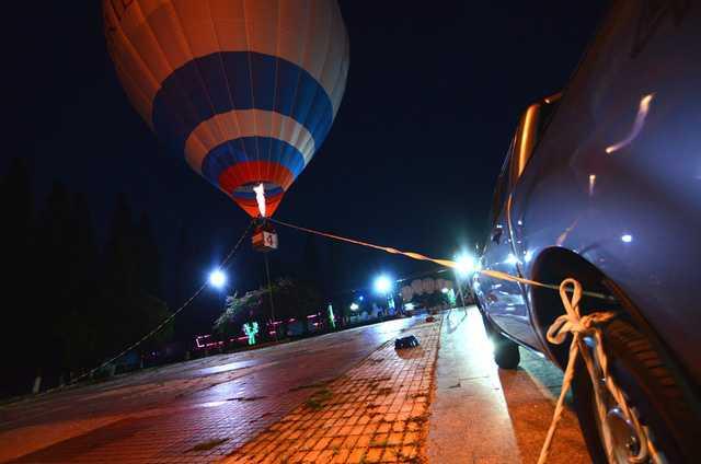 Khinh khi cầu chỉ bay treo phục vụ du khách do nằm trong vùng trung tâm thành phố. Khinh khí cầu bay cao nhất khoảng 30 mét. Lần này, tổ lái đều là người nước ngoài, đến từ Đức và Trung Quốc.