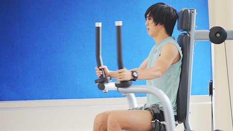 Tuấn Anh tập hồi phục chấn thương trong phòng gym