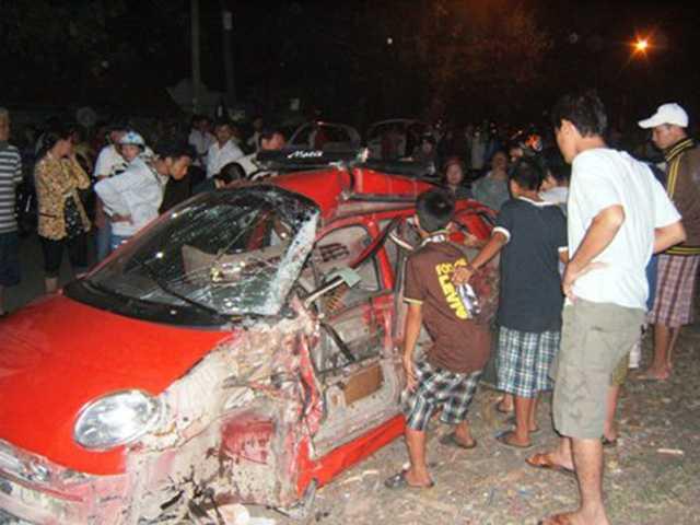 Hiện trường vụ tai nạn cầu Ghềnh khiến 2 người chết, hàng chục người bị thương xảy ra vào năm 2011.