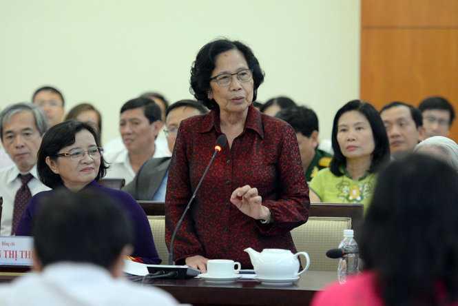 GS.BS Nguyễn Thị Ngọc Phượng phát biểu tại buổi gặp gỡ thầy thuốc tiêu biểu - Ảnh: HỮU KHOA