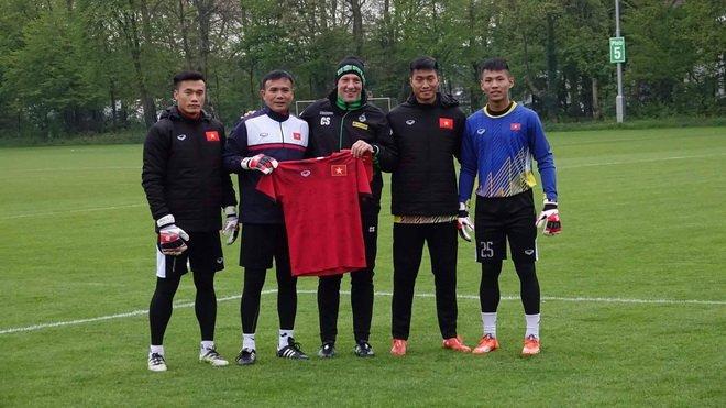 Hinh anh HLV U23 Borussia M'gladbach truyen 'bi kip' cho thu mon U20 Viet Nam 3