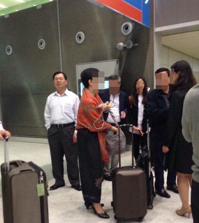 Rời ghế Bộ trưởng, nghỉ hưu chưa lâu, người ta vẫn thấy ông Vũ Huy Hoàng đi nước ngoài bằng hộ chiếu công vụ. Ảnh: CTV