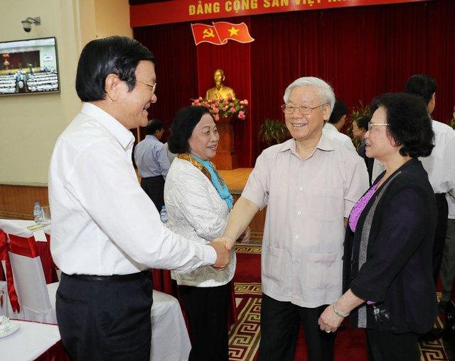 Tổng Bí thư Nguyễn Phú Trọng với các đồng chí lãnh đạo và nguyên lãnh đạo Đảng, Nhà nước. Ảnh : Trí Dũng – TTXVN
