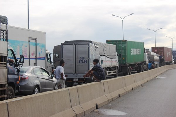kẹt xe, cảng Cát Lái, ùn tắc giao thông, Sài Gòn, kẹt xe nghiêm trọng